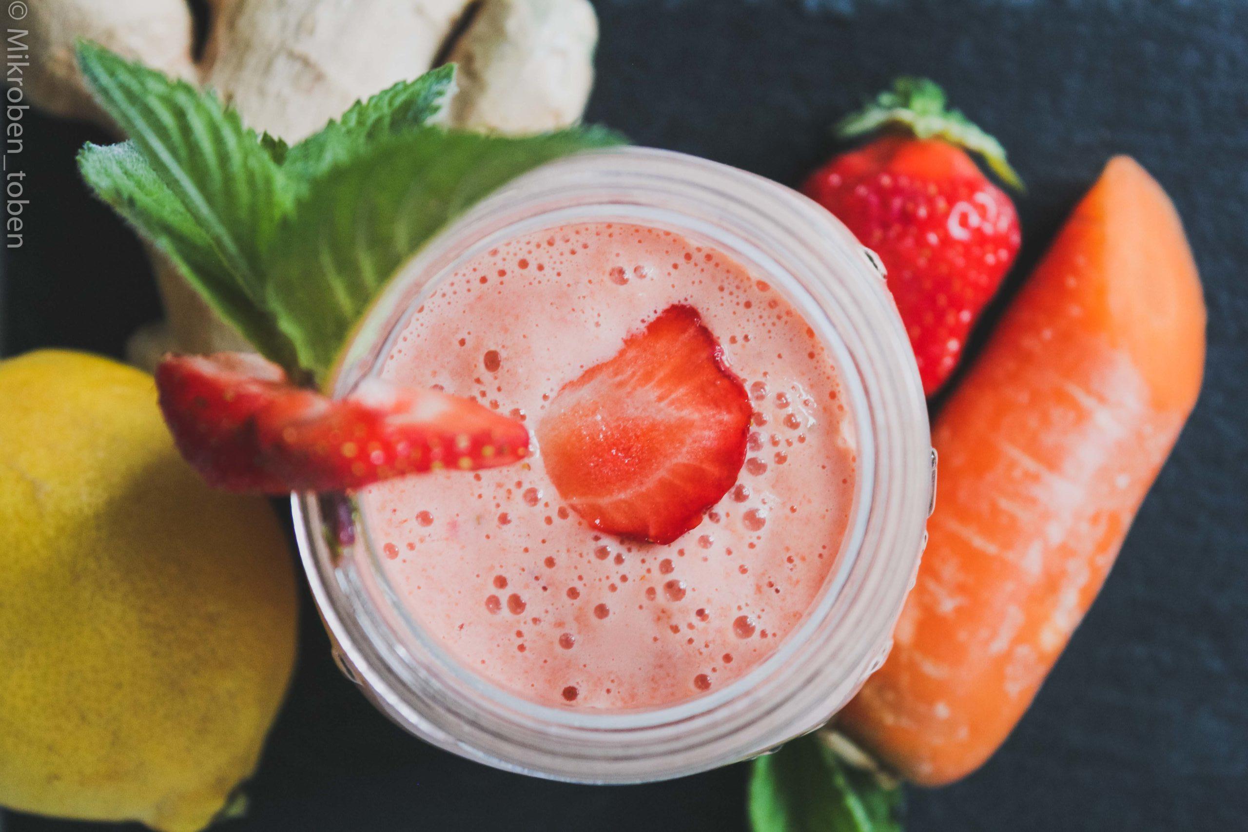 Smoothie mit Milchkefir, Kombucha und Obst