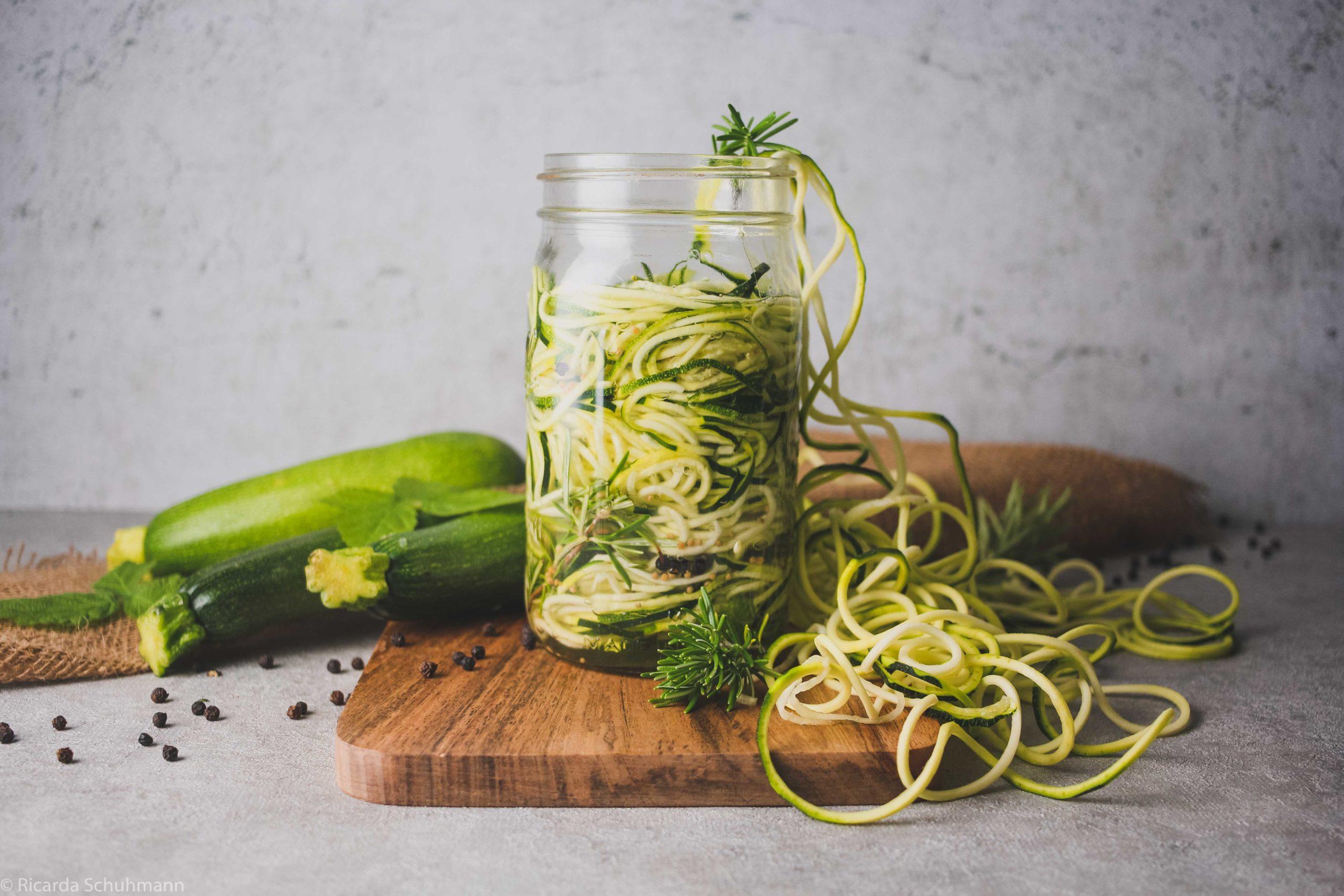 Fermentierte Zoodles – Zucchini-Nudeln im Glas