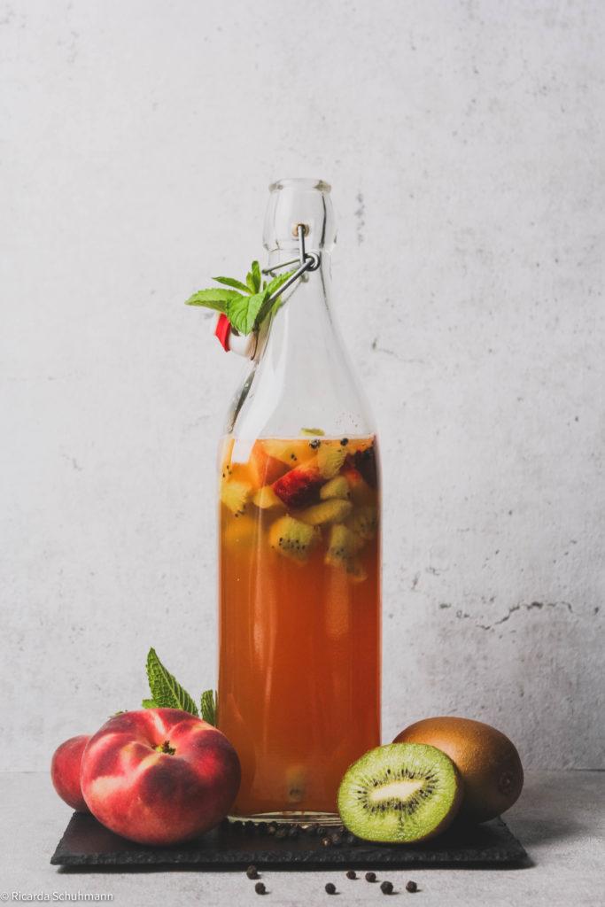 Kombucha mit Pfirsich und Kiwi
