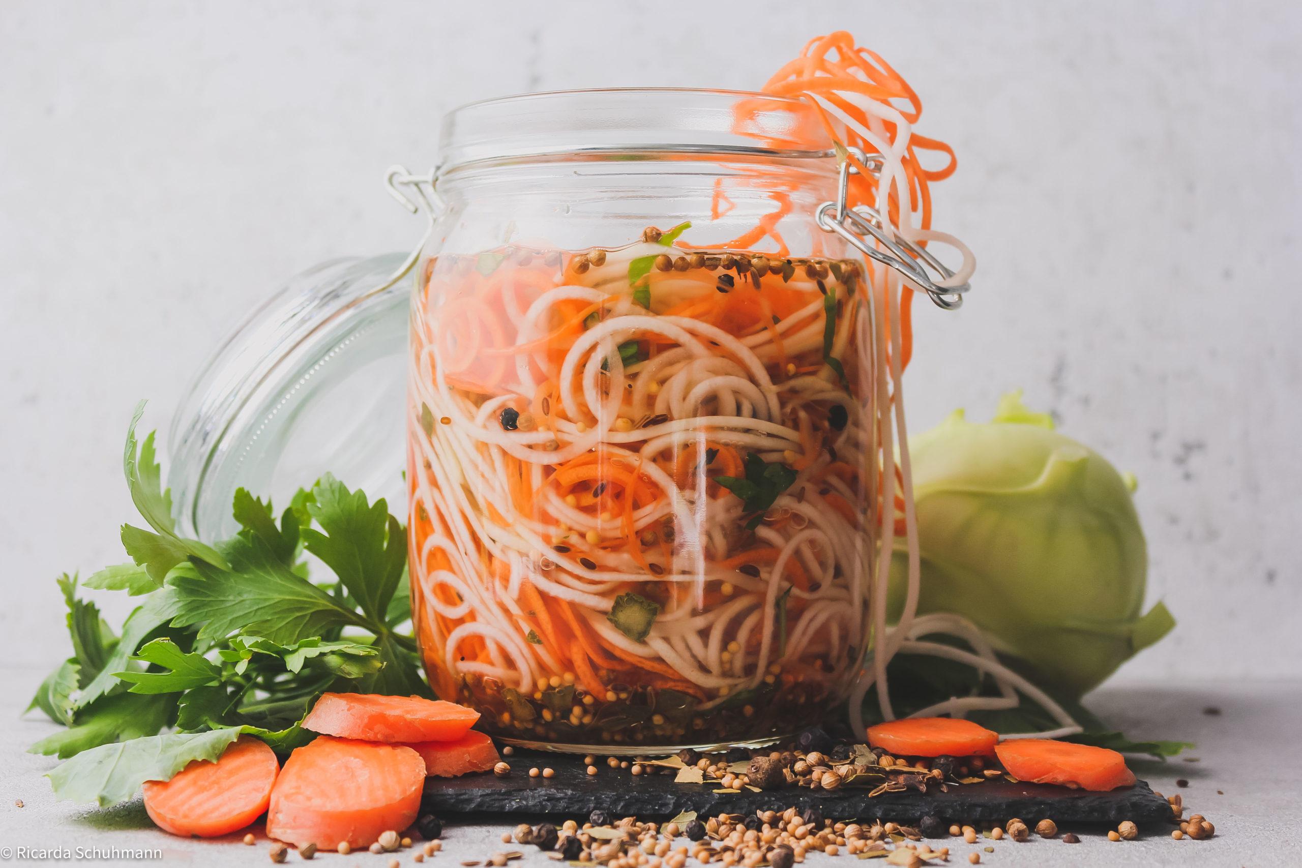 Kohlrabi-Karotten Nudeln fermentiert