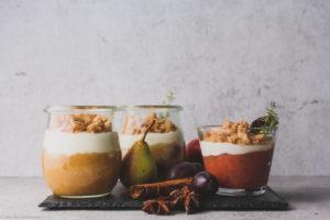Milchkefir-Dessert mir Apfel, Birne, Zwetschge und Zimt