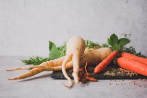 Fermentierte Pastinaken und Karotten mit mediterranen Gewürzen