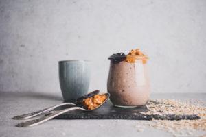 Oats mit Peanutbutter und Marmelade