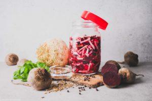 Rote Bete und Knollensellerie fermentiert