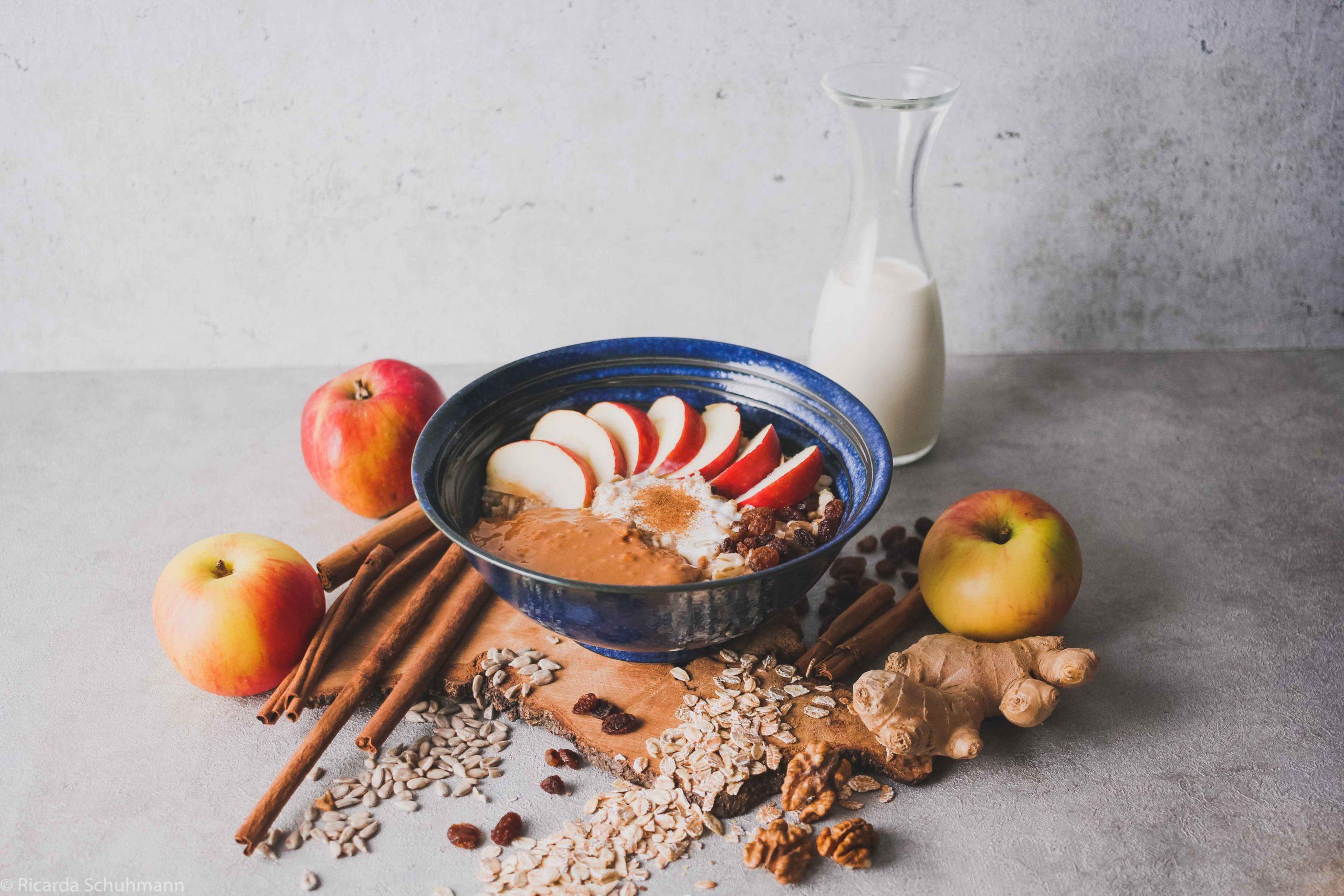 Wärmender Porridge mit Kurkuma und Ingwer
