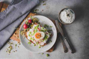 Selbst gemachter Frischkäse aus Milchkefir mit Ei