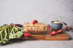 Rhabarber Crumble mit Sauerteig gebacken