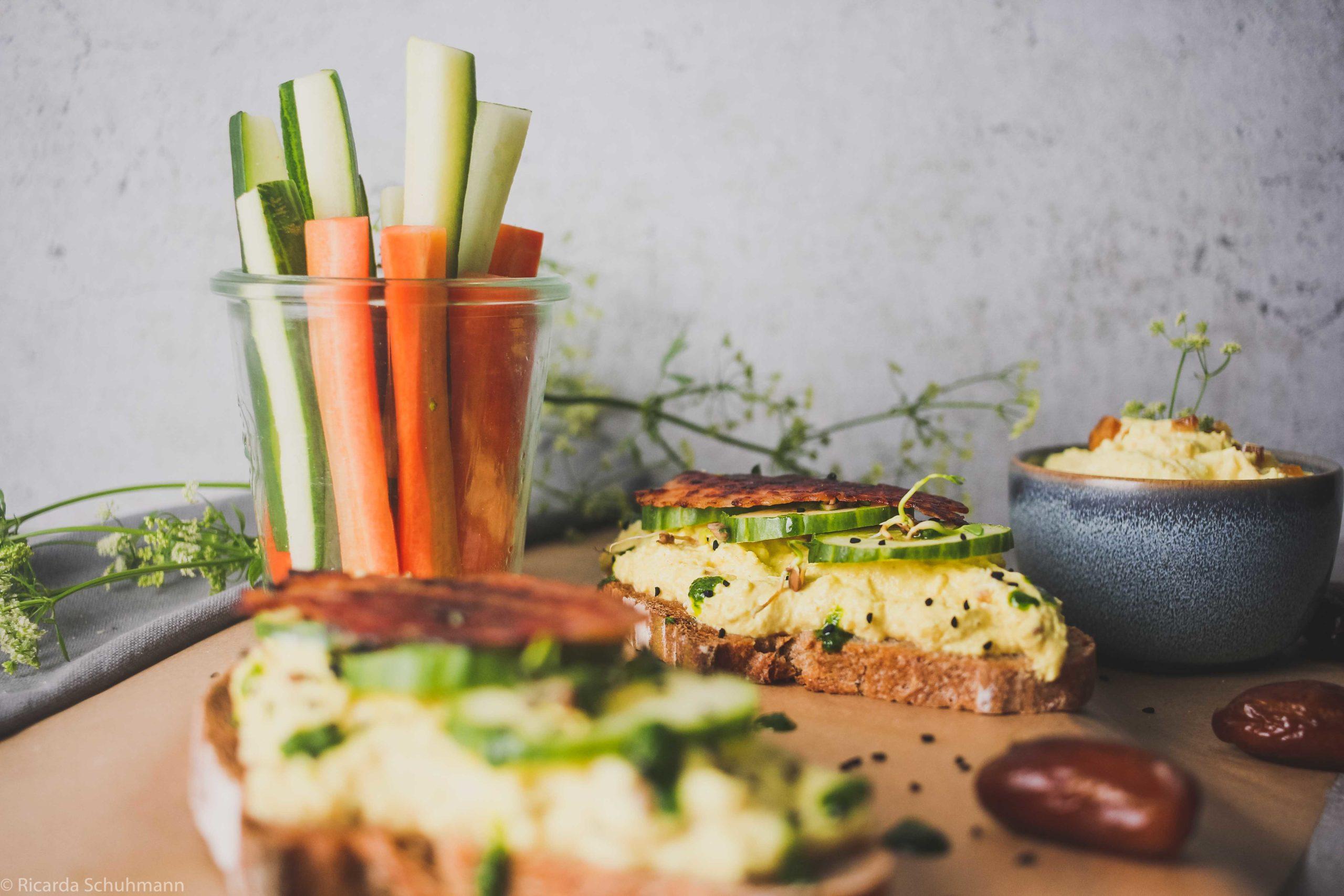 Fermentierter Blumenkohl Dip mit Gemüsesticks und als Aufstrich
