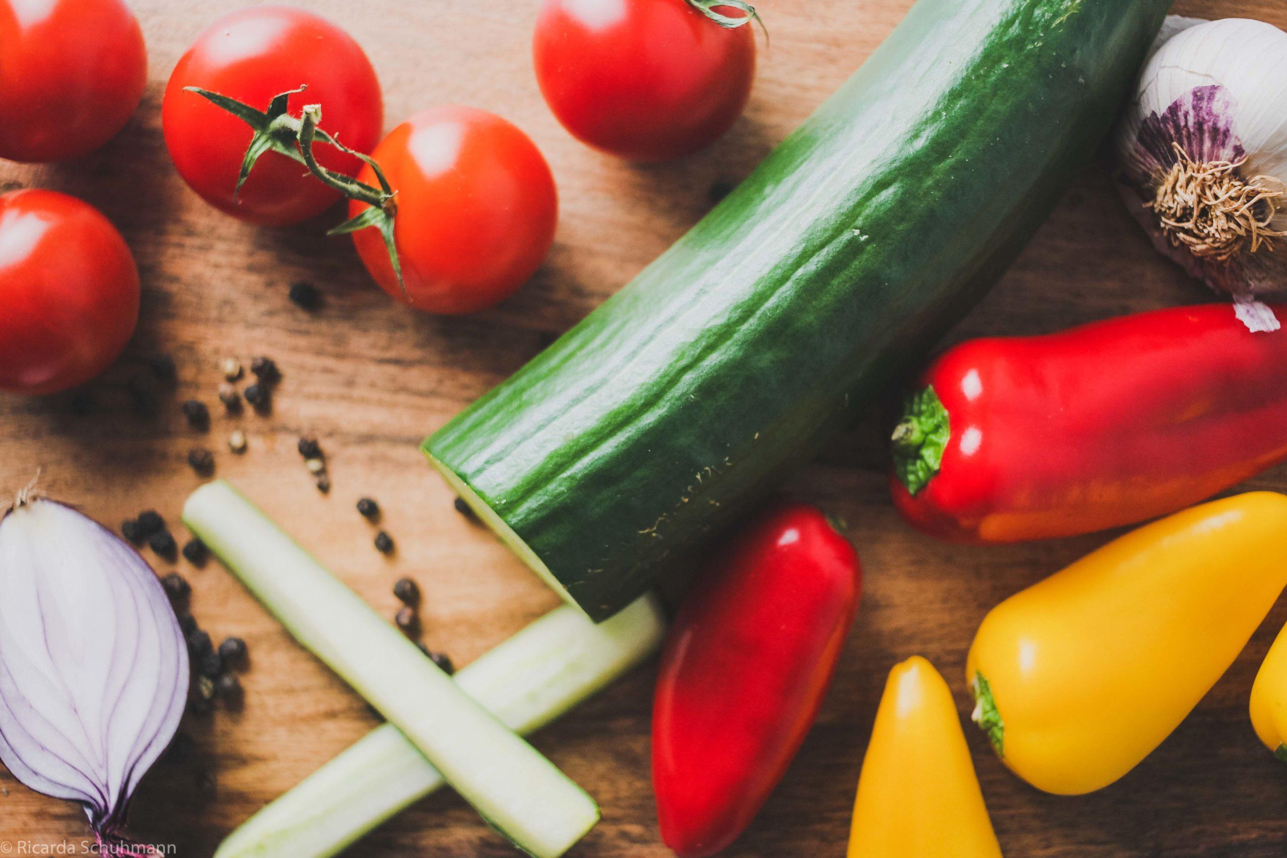 Zutaten für eine fermentierte Tomatensalsa