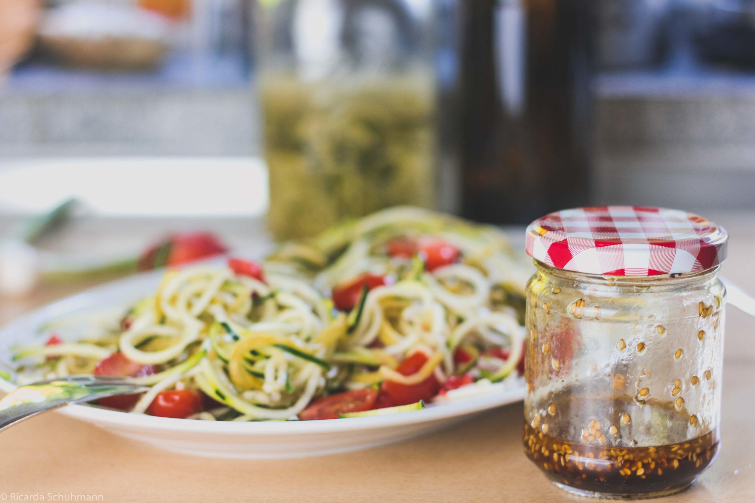 Zucchinisalat mit Zoodles