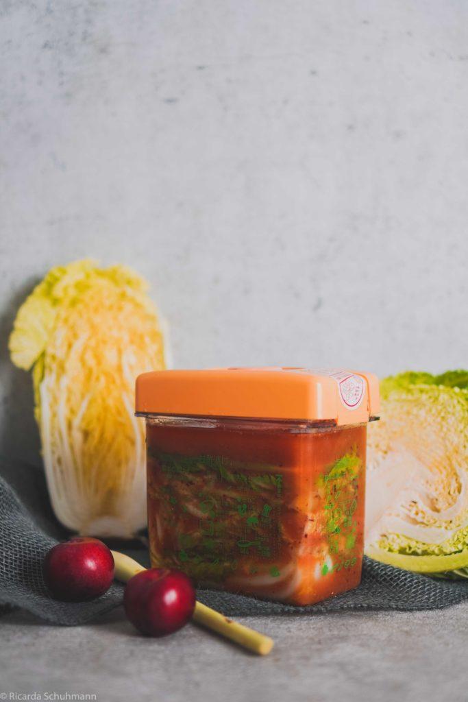 Kimchi mit Pflaumen und Wirsing